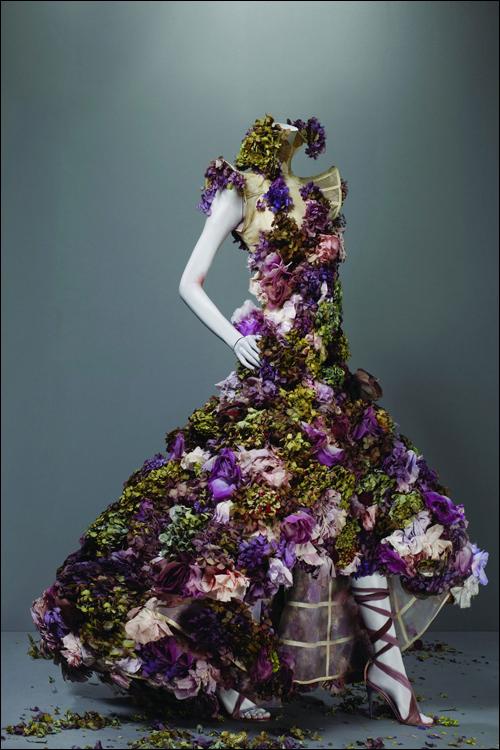 alexander mcqueen, metropolitan museum, nyc, savage beauty, floral, sculptural